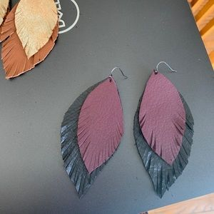 Leather feather earrings double set